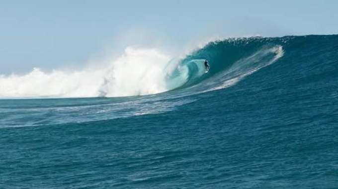 Thumb small rectangle el surfista francisco porcella en un tubo perfecto en cloudbreak